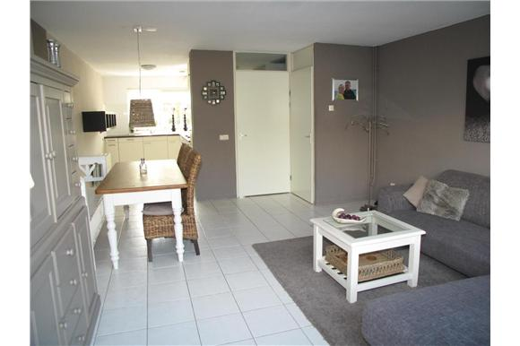 Interieurtips woonkamer kleuren for - Grijze kleur donkerder ...