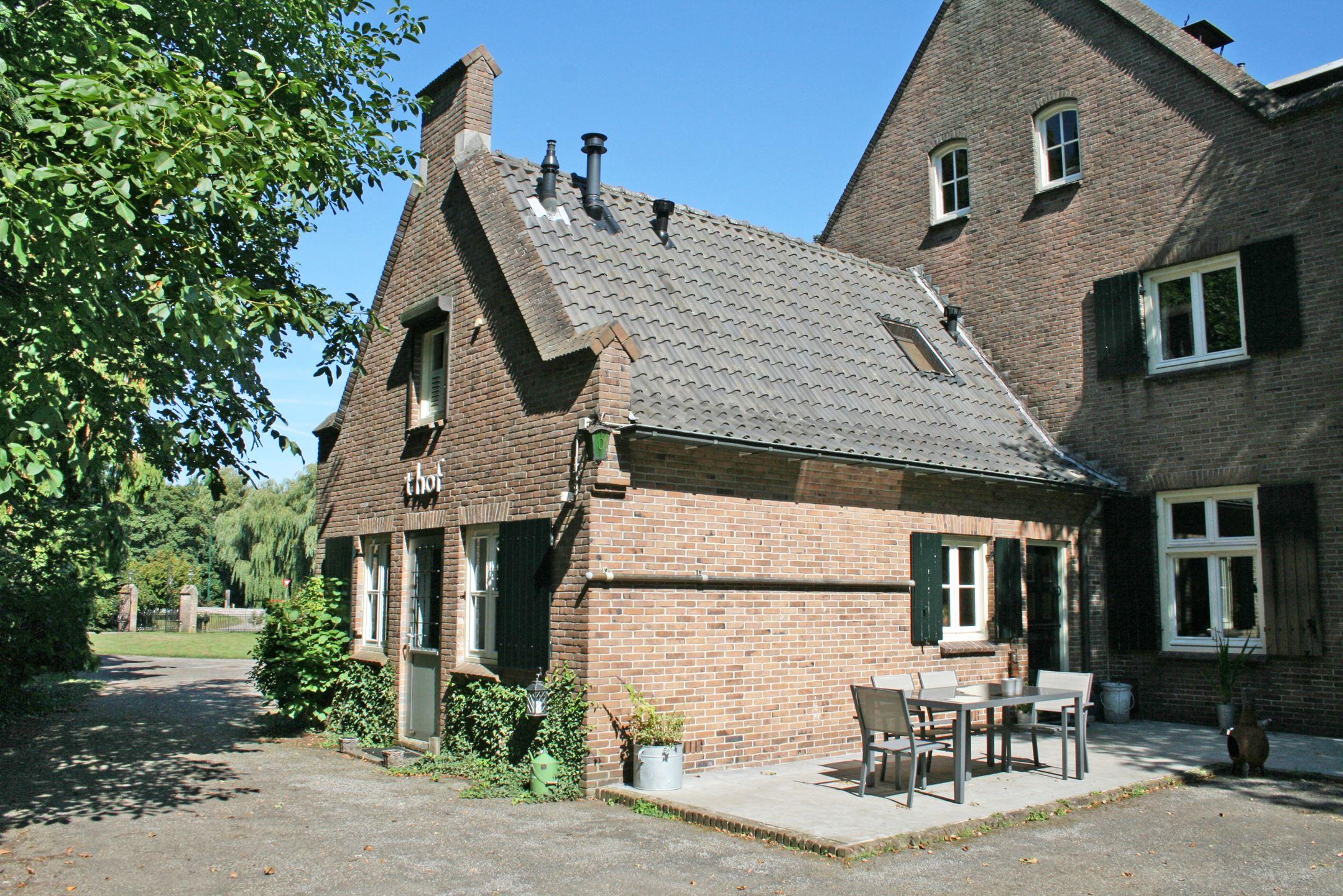 Huis te koop: langenboomseweg 1 5451 jh mill [funda]