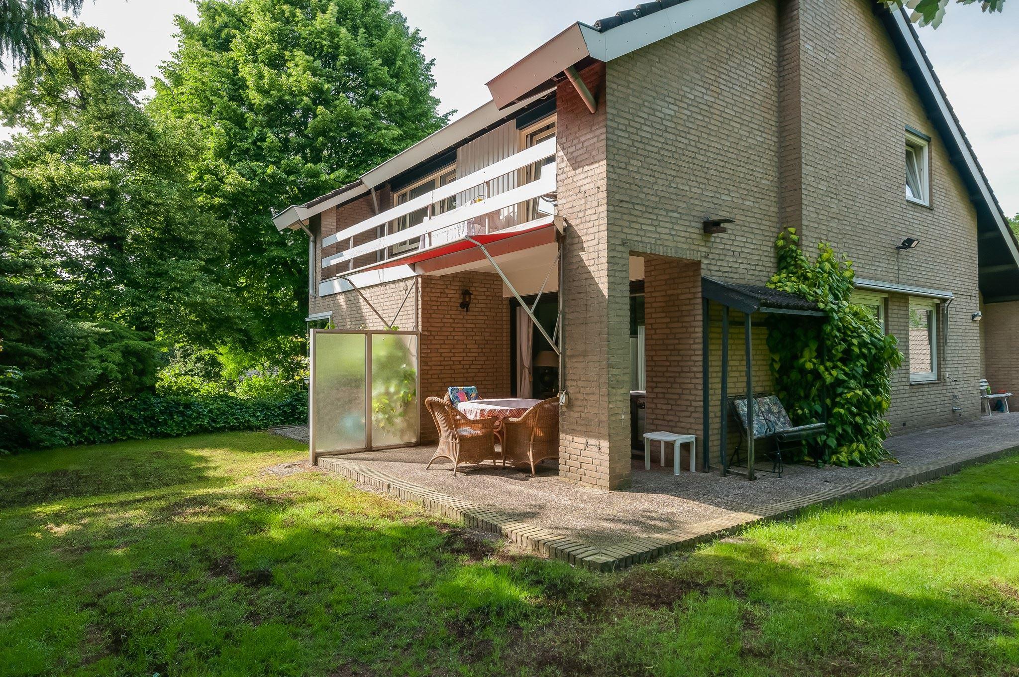 Huis te koop aan de bronnen 1 5915 xd venlo funda for M2 trap berekenen