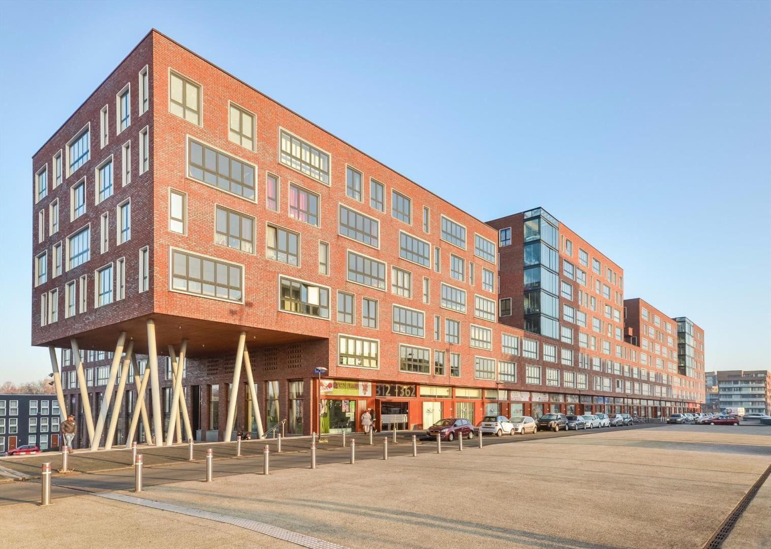 Een flat met 95 m2 woonoppervlak in de Bijlmer