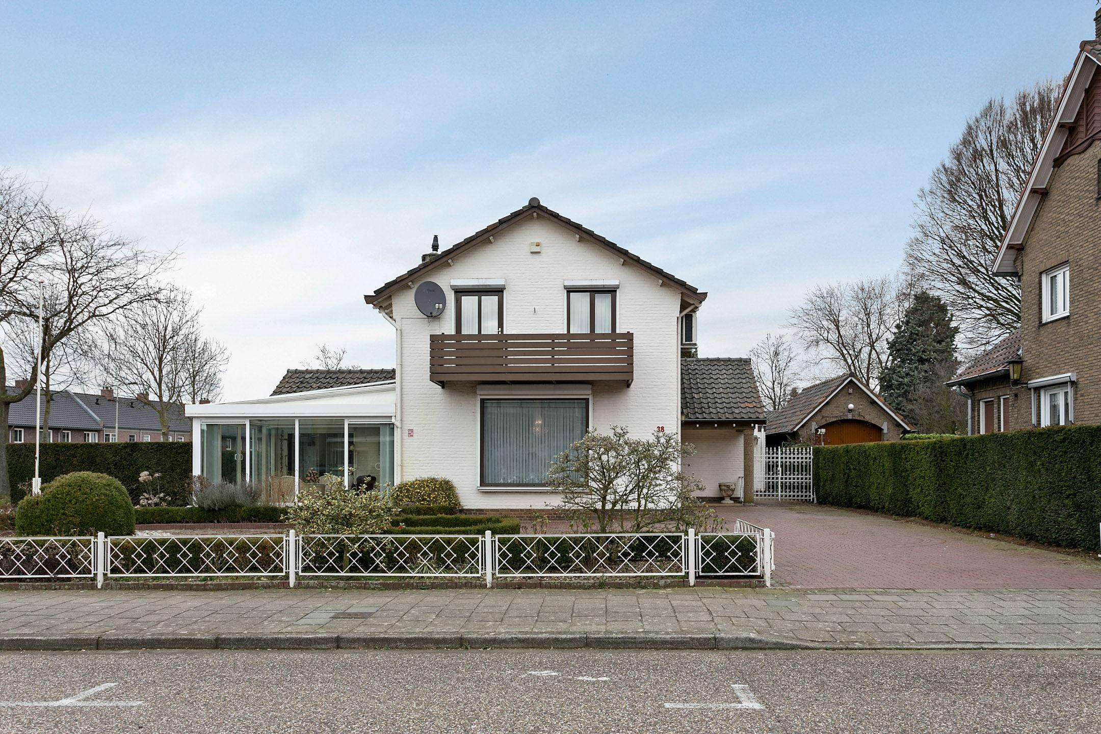 Huis te koop roerzicht 38 6041 xz roermond funda for Huis tuin roermond