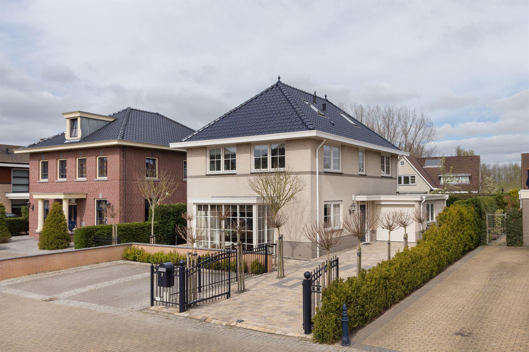 Huis te koop brigadier aad de jonghof 2 3069 rr rotterdam for Koopwoningen