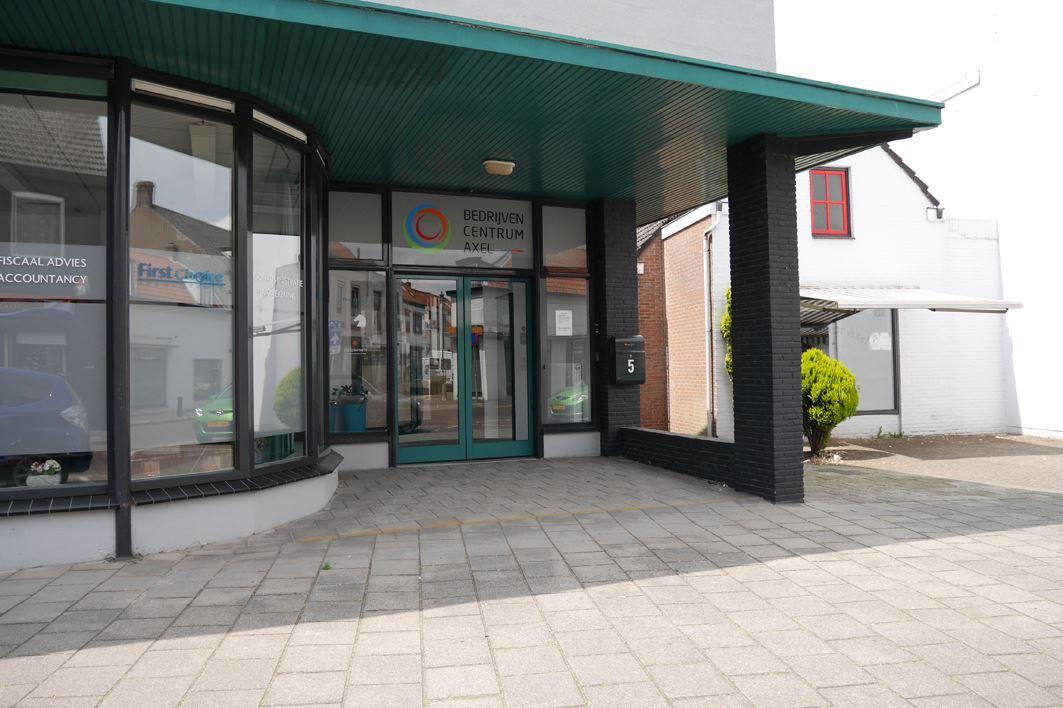 Bekijk foto 1 van Stationsstraat 5
