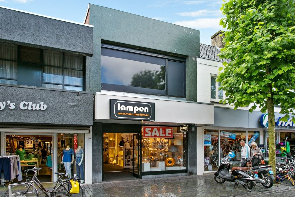 Bekijk foto 1 van Sint-Josephstraat 21