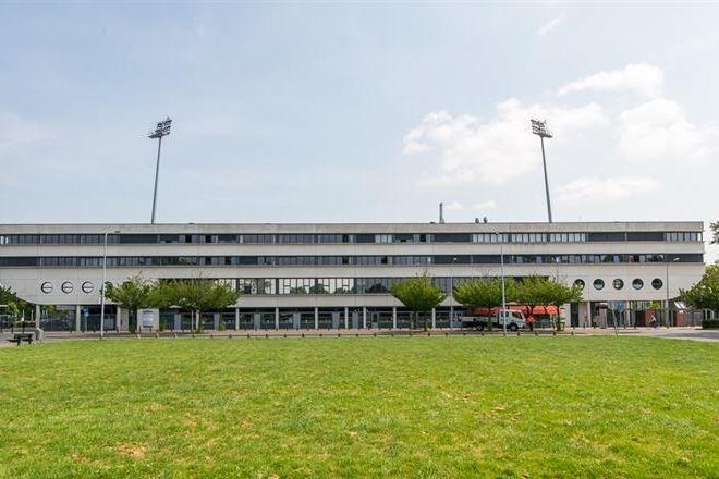 Bekijk foto 1 van Stadionplein 10 .