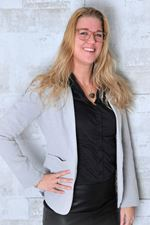 Samantha Kiewiet  (Real estate agent assistant)
