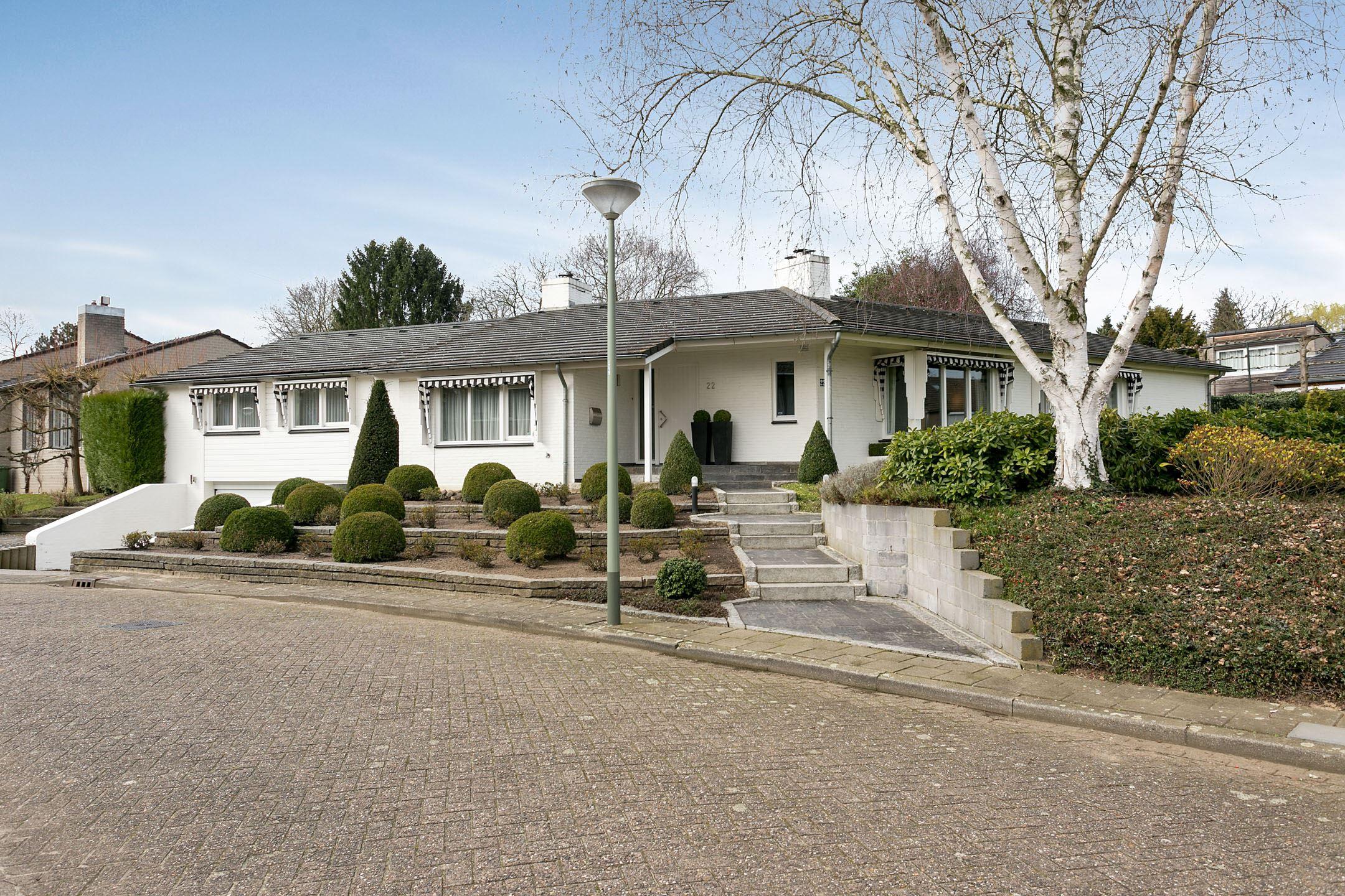 Huis te koop kruisbroedersweg 22 6041 pm roermond funda for Huis tuin roermond