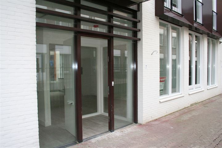 Appartement gelegen op de begane grond met parkeerplaats in stallinggarage