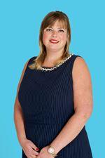 Esther Limburg (Real estate agent assistant)