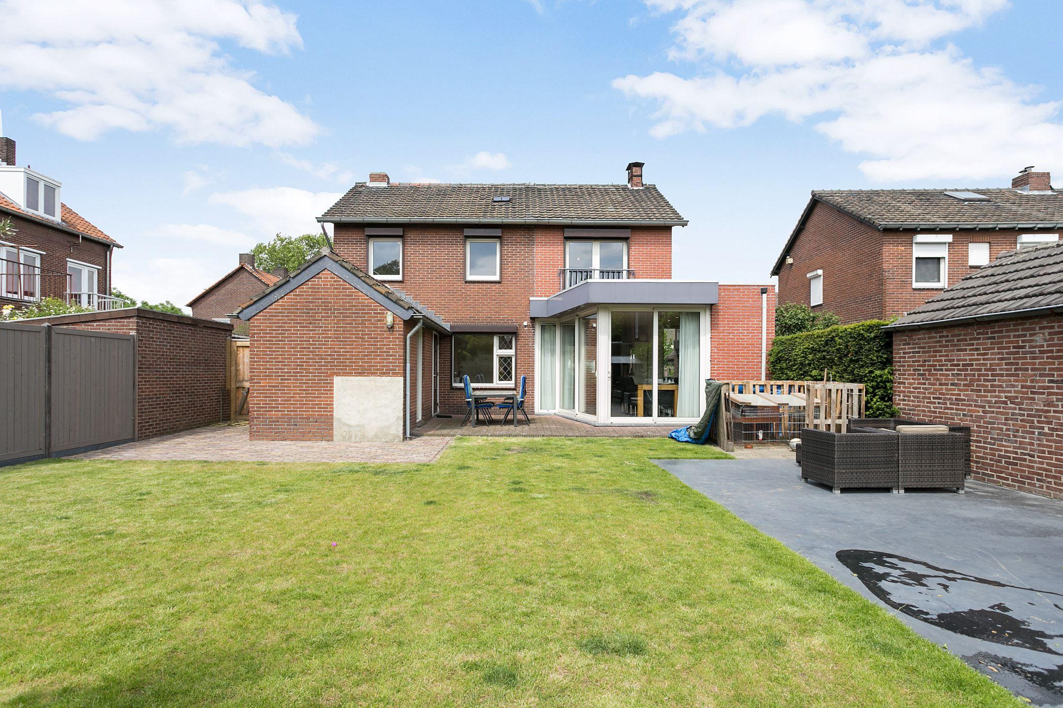 Huis te koop mathias kroonenbroeckstraat 7 6042 cs for Huis tuin roermond