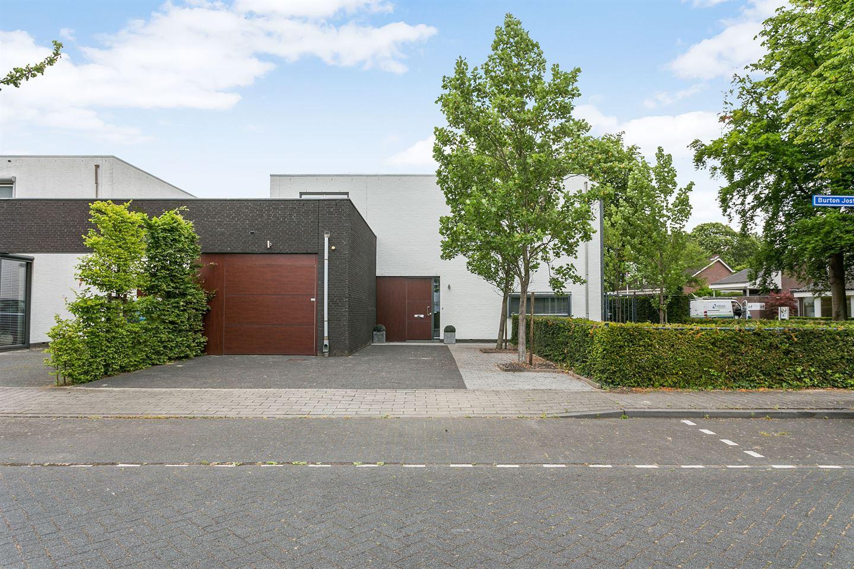 Huis te koop burton jostweg 21 6041 pg roermond funda for Huis tuin roermond