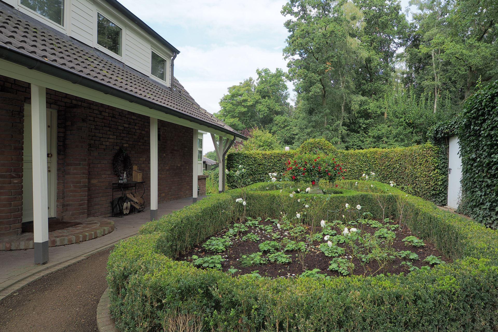 Huis te koop van der renne allee 9 elten 6909 de babberich funda - Geplaveid voor allee tuin ...