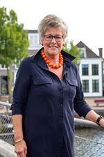 Henny van Veldhuisen (Commercieel medewerker)