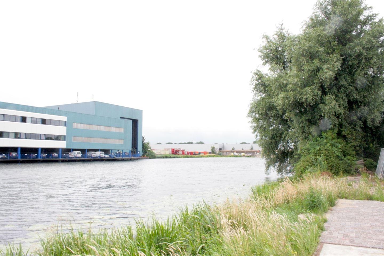 View photo 2 of Ondernemingsweg 3 .
