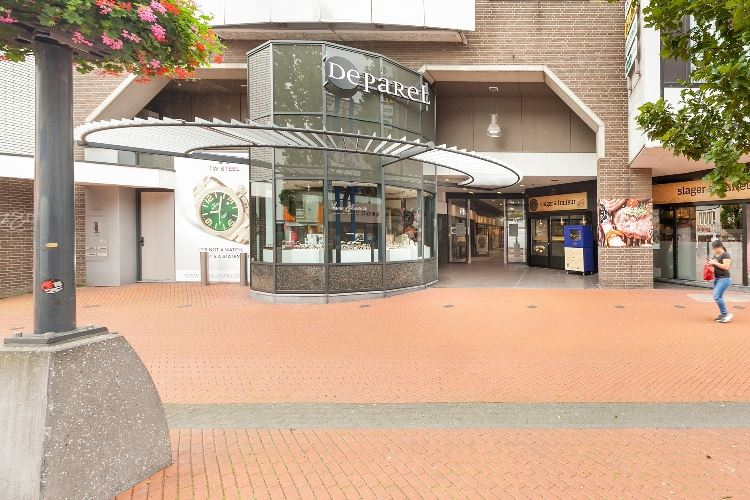 Bekijk foto 1 van Winkelcentrum De Parel