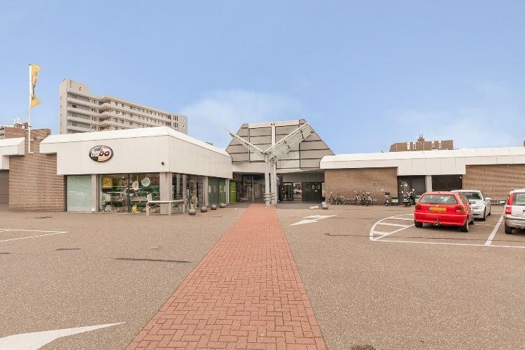 Bekijk foto 2 van Winkelcentrum De Parel