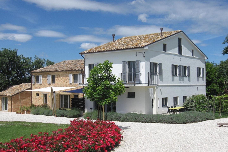 Bekijk foto 1 van Landhuis - Le Marche Belvedere Ostrense (Ancona), Italië