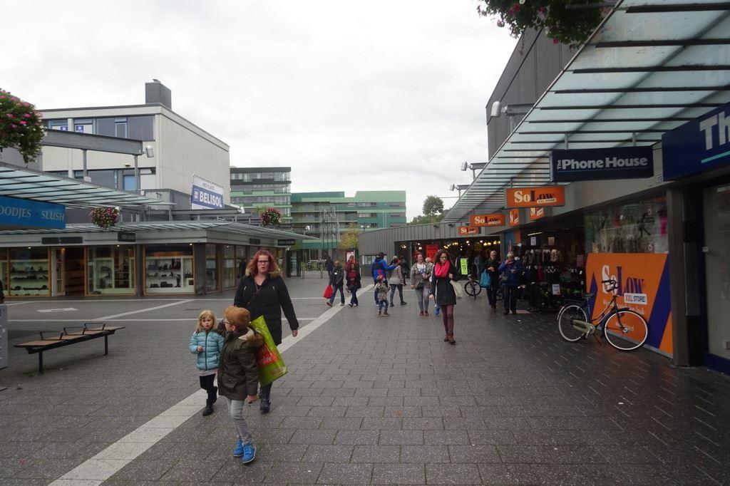Bekijk foto 5 van Winkelcentrum Woensel 113
