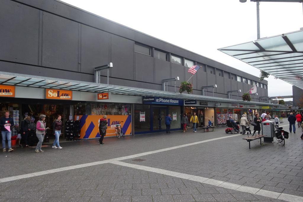 Bekijk foto 4 van Winkelcentrum Woensel 113