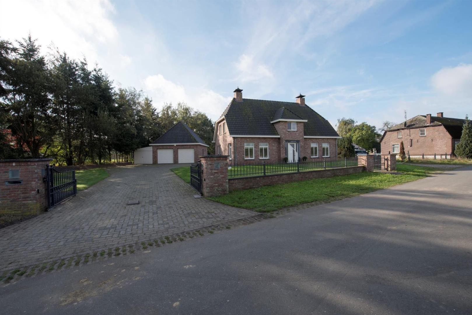 Huis te koop hoenderstraat 5 6021 gn budel funda for Huis te koop van eigen huis en tuin