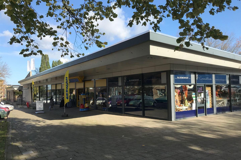 Bekijk foto 1 van Winkelcentrum Giesen Bautsch