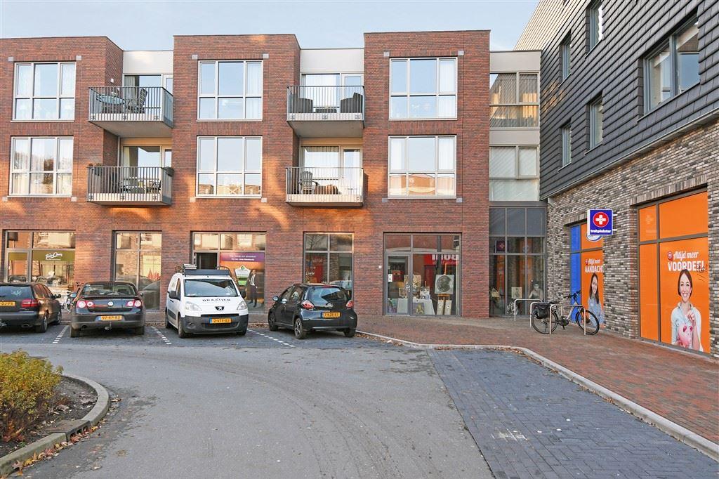 Bekijk foto 1 van Centrumplein 64