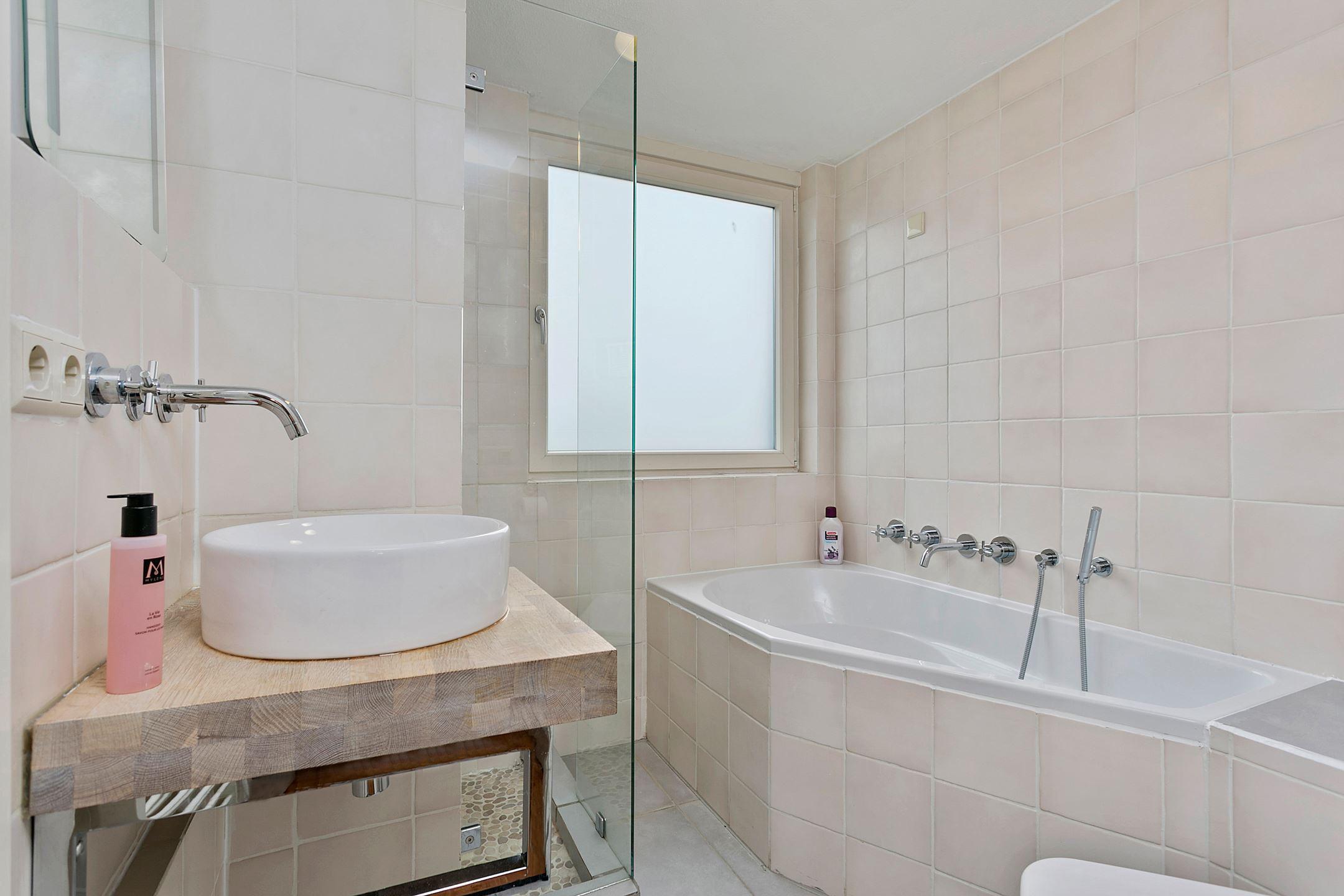 Travertin Vloer Badkamer : Monumentale badkamer finest verbouw monumentale woning moderne