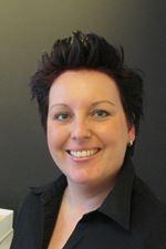 Carissa Hoff (Secretaresse)