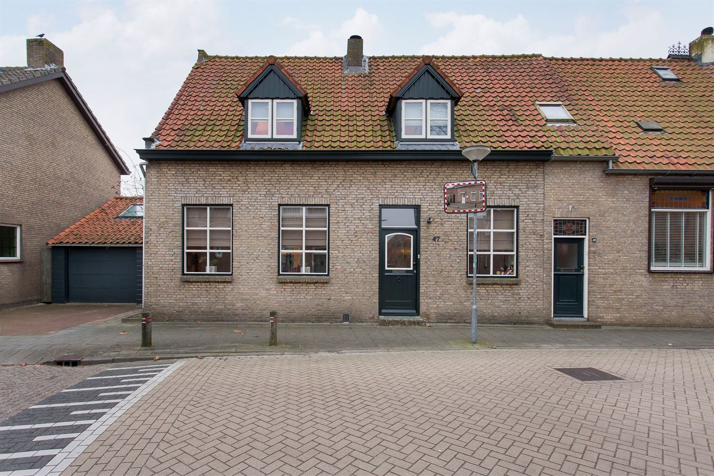 View photo 2 of Markstraat 47