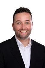 Maarten Houtveen (Real estate agent assistant)