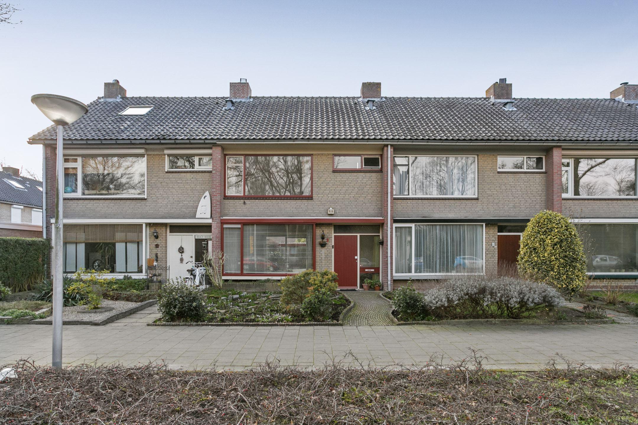 Rode Vloerbedekking Slaapkamer : Verkocht rode kruislaan ga eindhoven funda