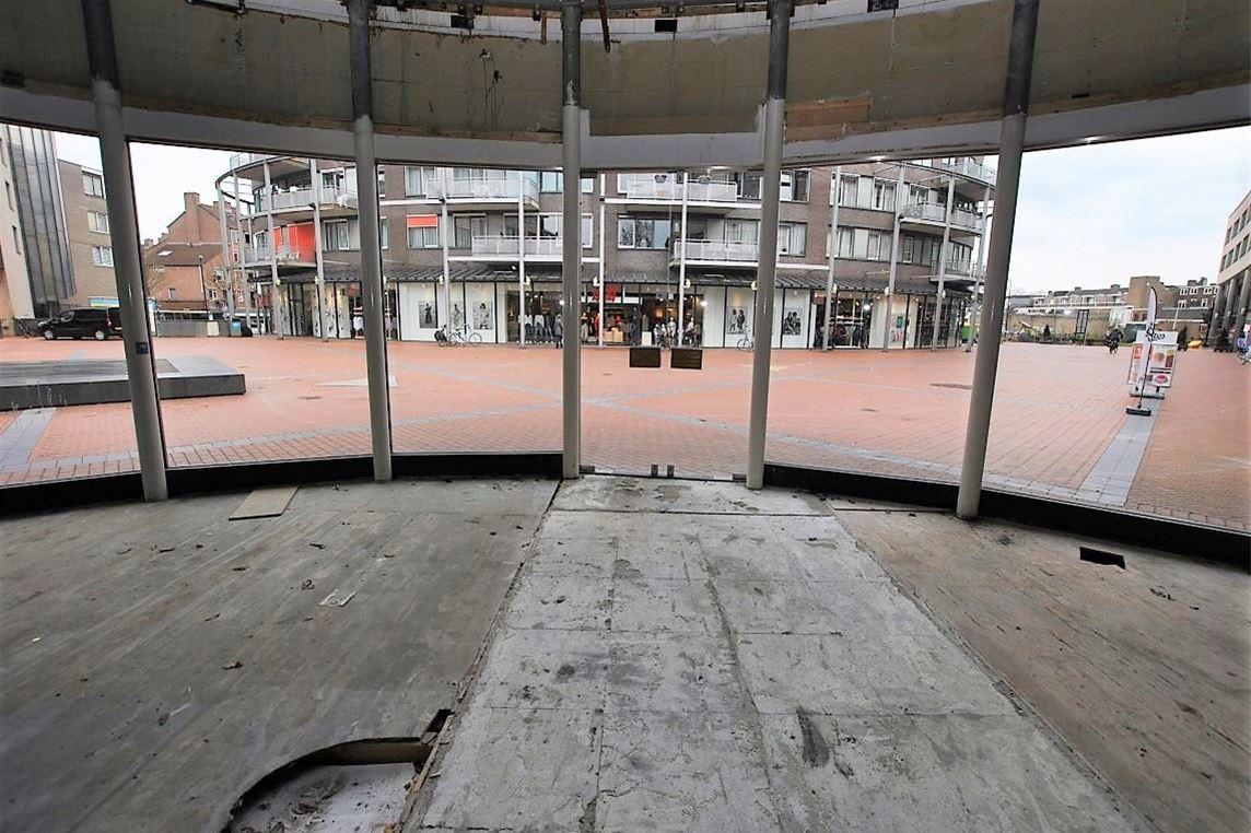 Bekijk foto 4 van Emmaplein 210