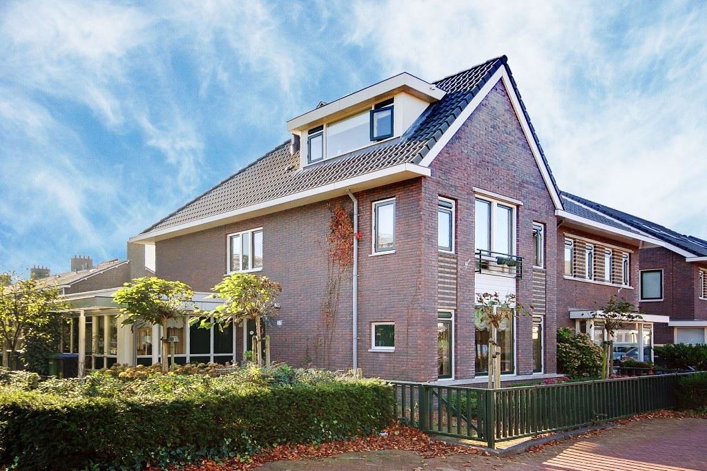 Bekijk foto 1 van Professor Zeemanstraat 57