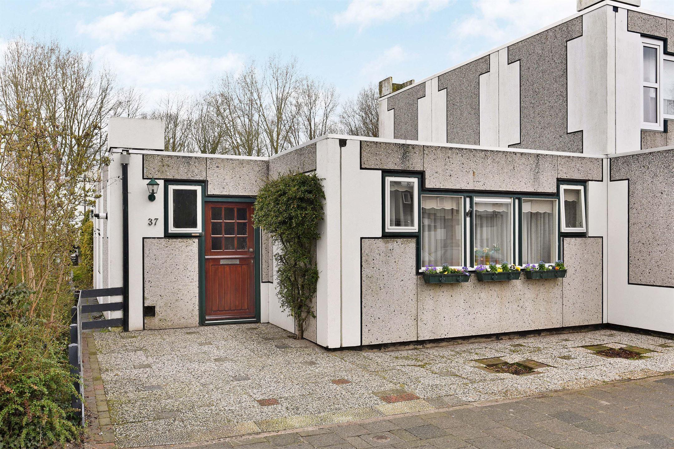 Verkocht: Loevestein 37 3328 JH Dordrecht [funda]