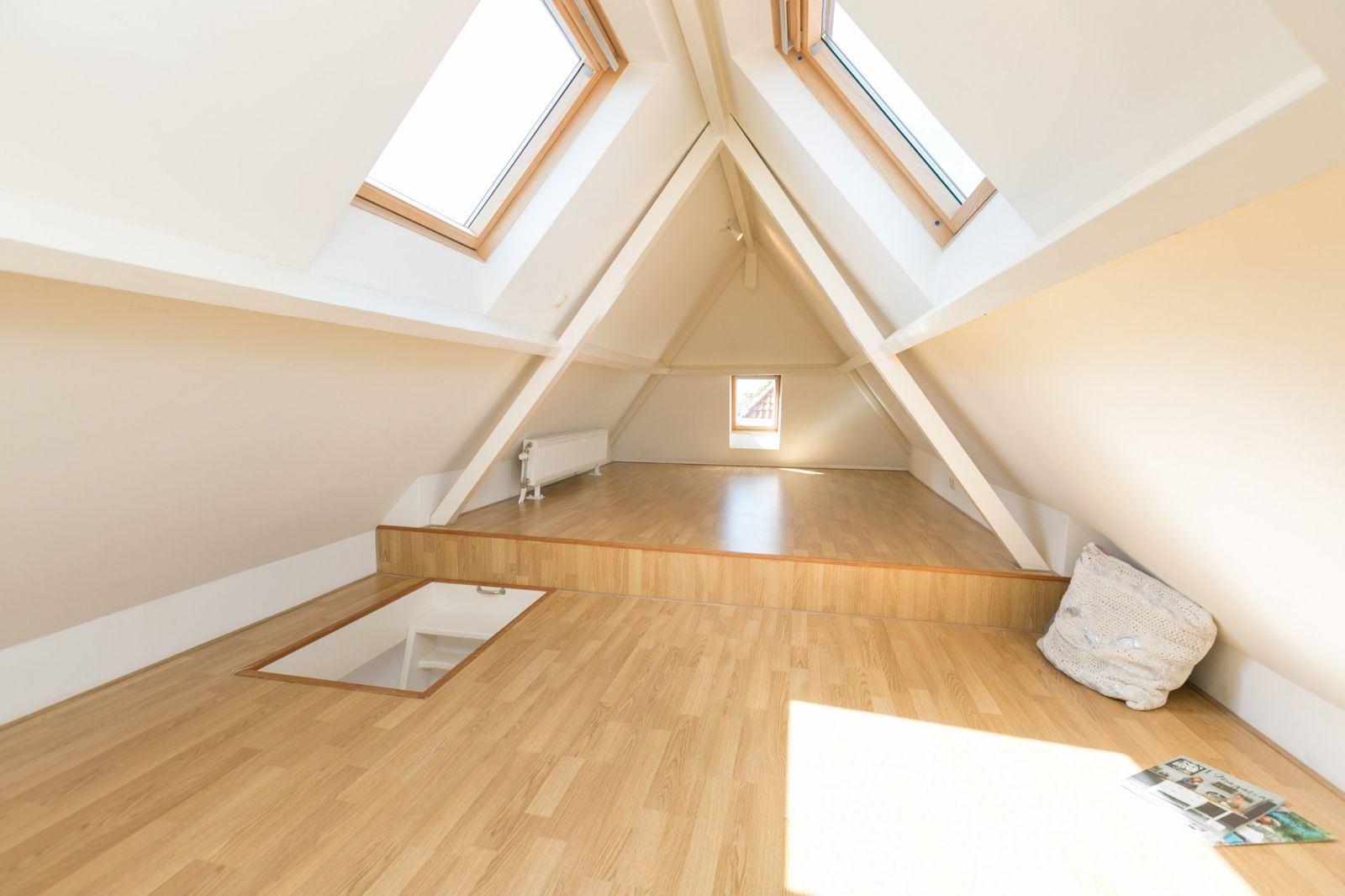 Witte puvloer in combi met parket attic in t house