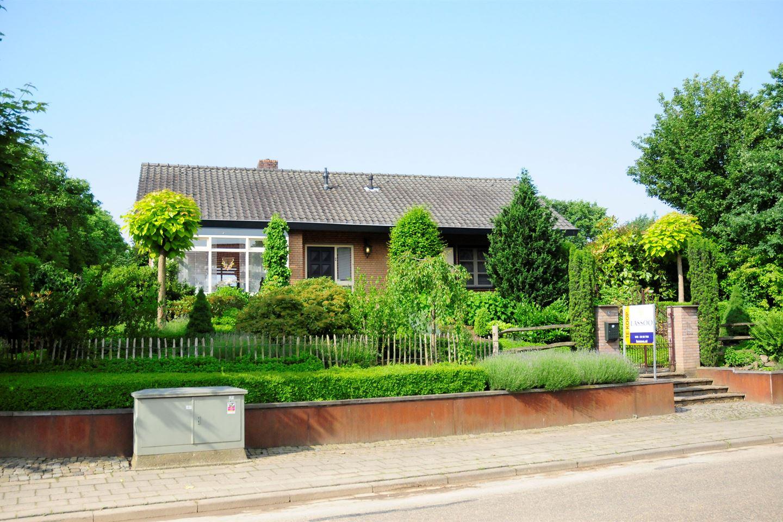Bekijk foto 1 van Dorpsstraat 6