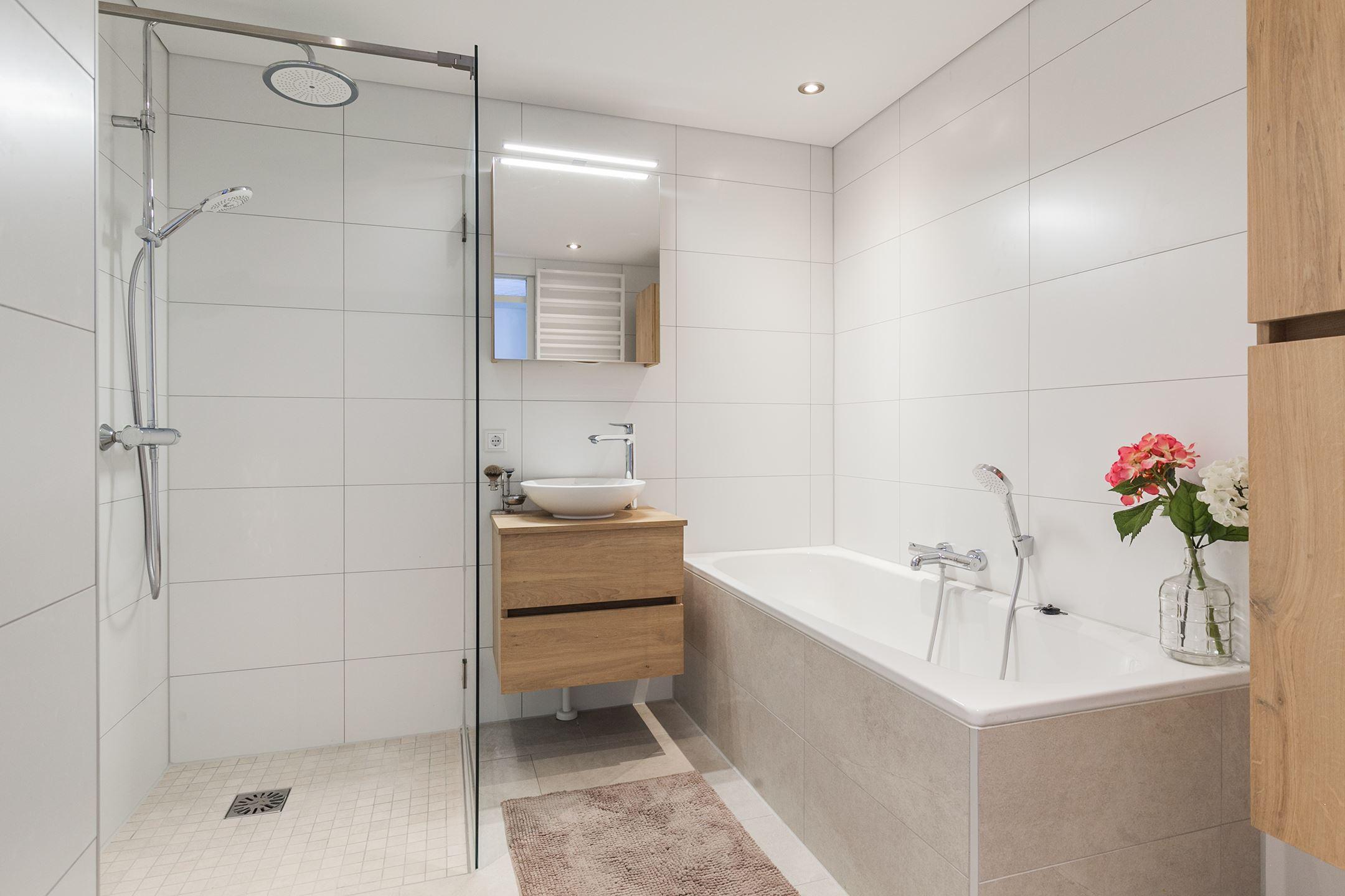 Nieuwe Badkamer Enschede : Woning te koop tolstraat cg enschede vbo makelaar