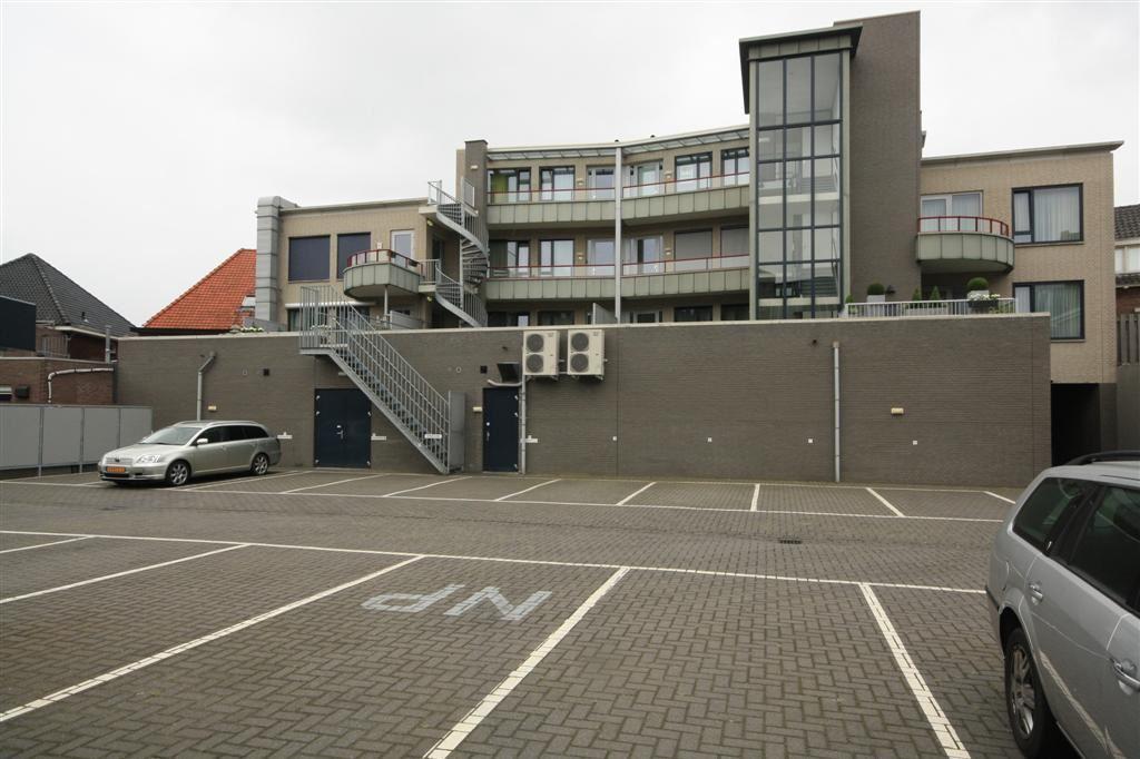 Bekijk foto 3 van PARKEERPLAATS Molenstraat