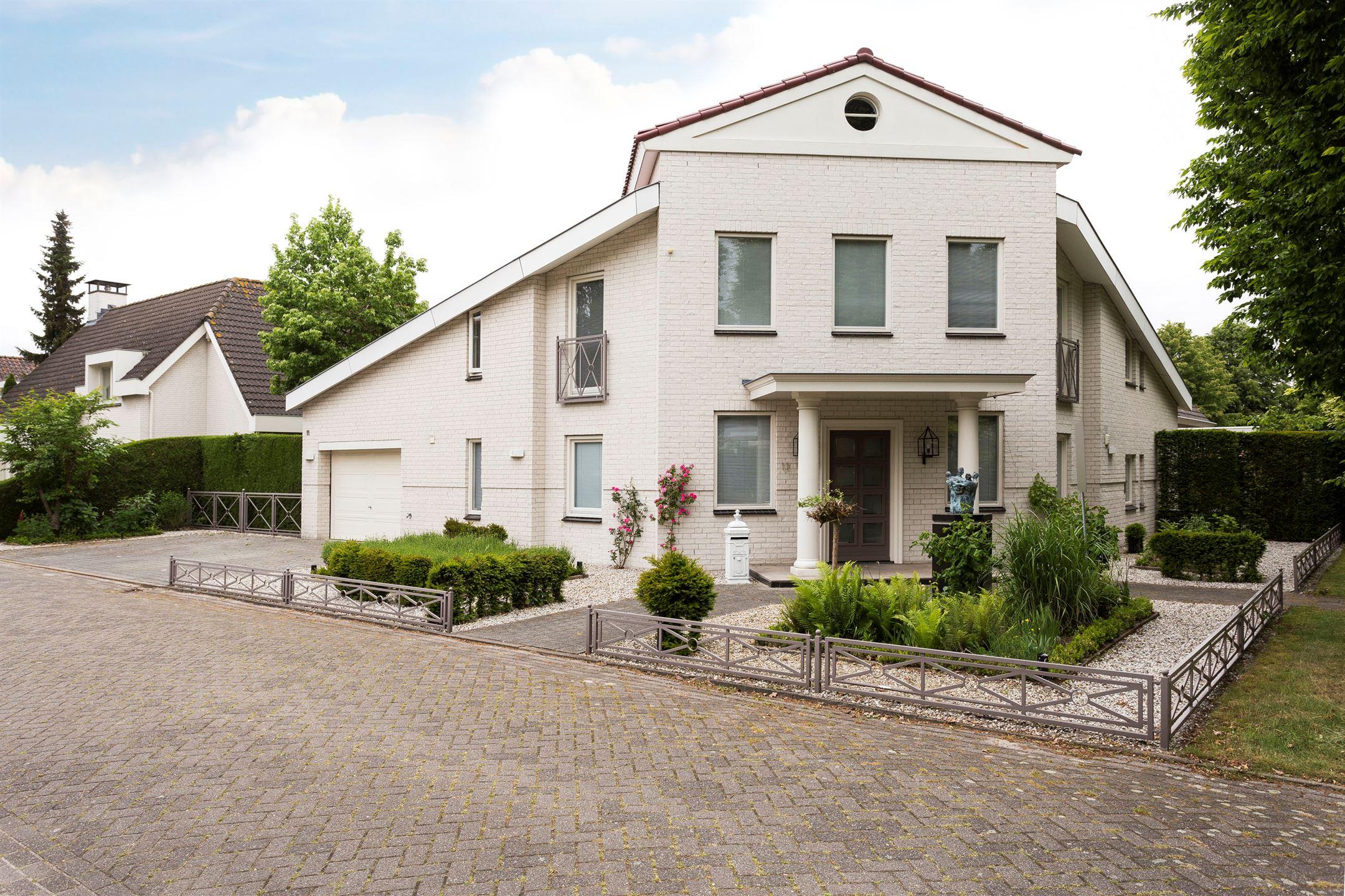 Huis te koop abraham bloemaertstraat ja waalwijk funda