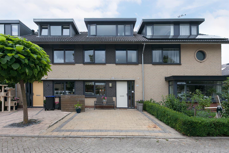 Huis te koop: Adelaarsvaren 105 2661 PD Bergschenhoek [funda]