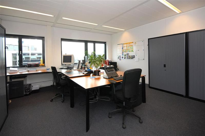Bekijk foto 2 van Mr B.M. Teldersstraat 3
