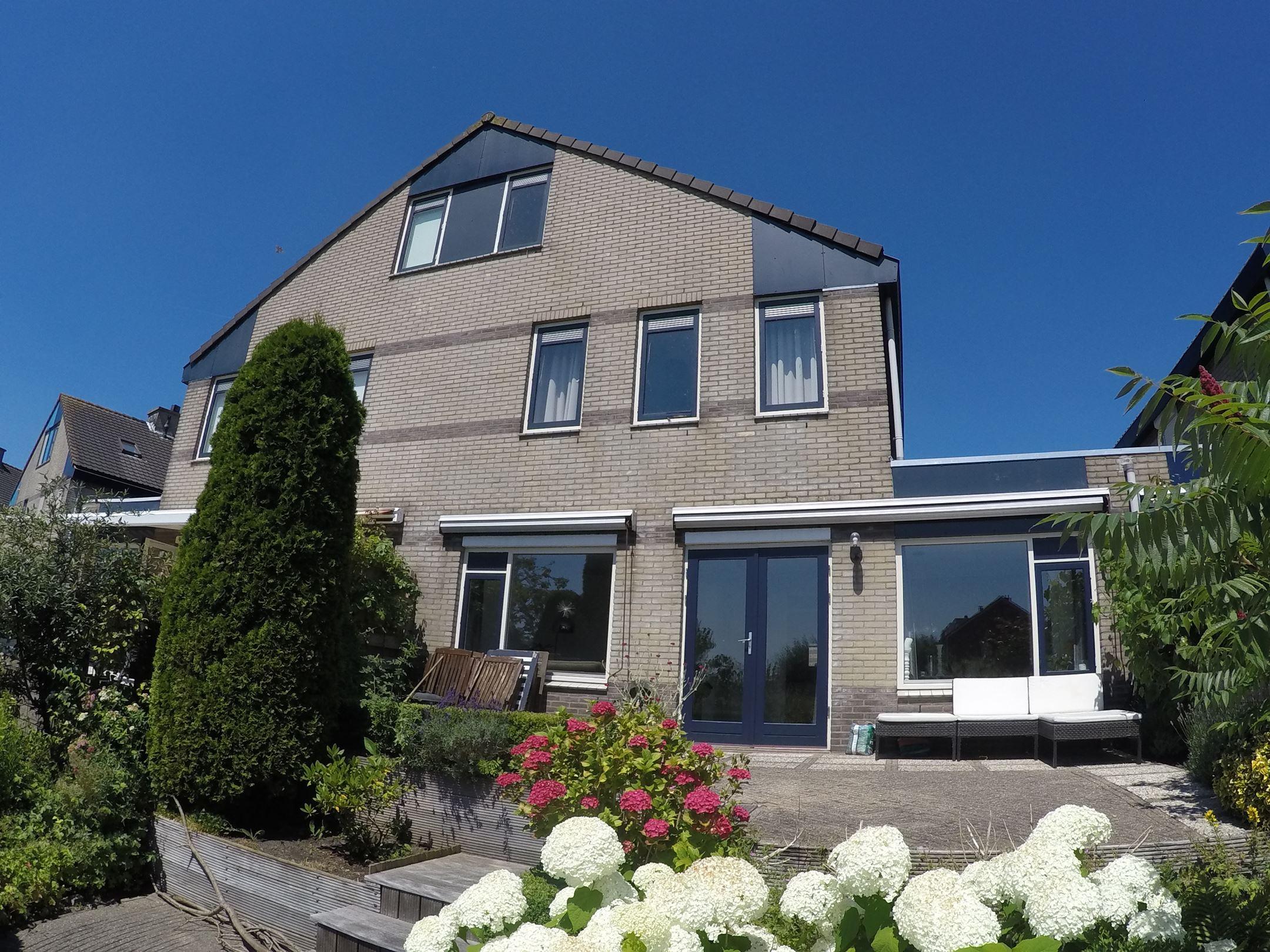 Huis te koop: goudenregenzoom 108 2719 hd zoetermeer [funda]