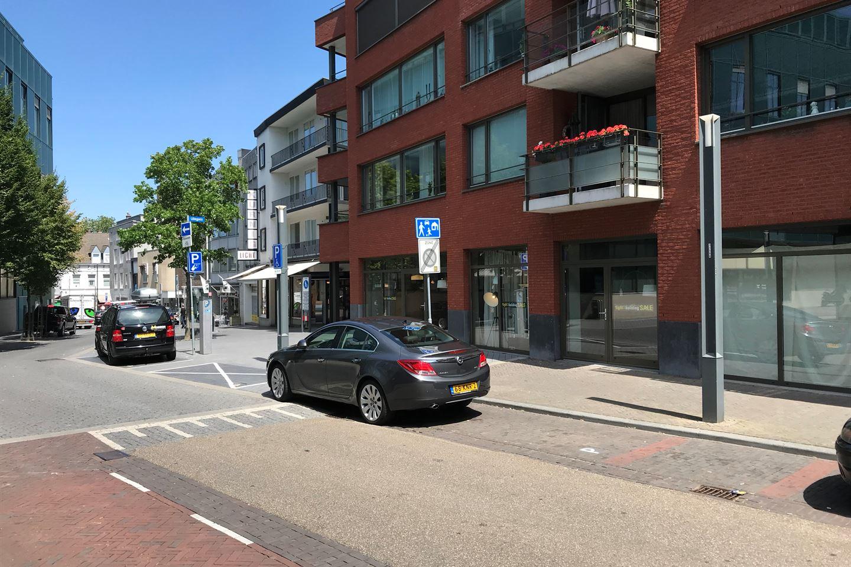 Bekijk foto 2 van Dr. Poelsstraat 21-27