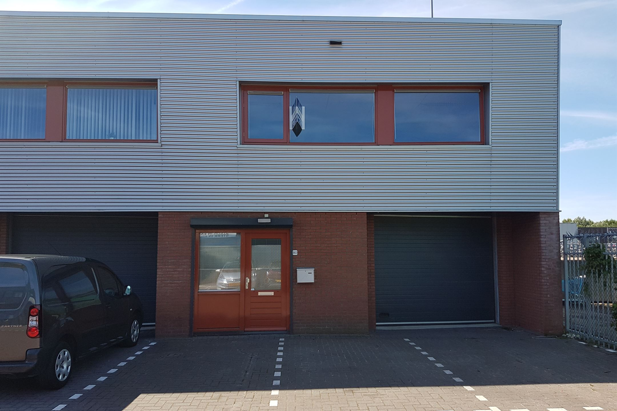 Garage Huren Almere : Bedrijfshal almere zoek bedrijfshallen te huur: argonweg 80 1362