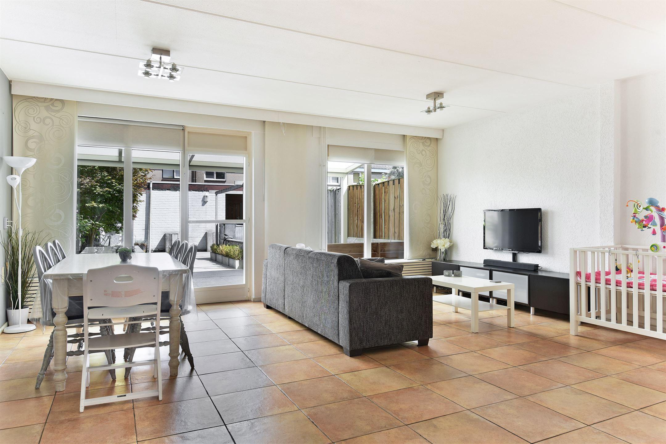 Vloertegels Woonkamer Eindhoven : Huis te koop: generaal linckerslaan 6 5623 jv eindhoven [funda]