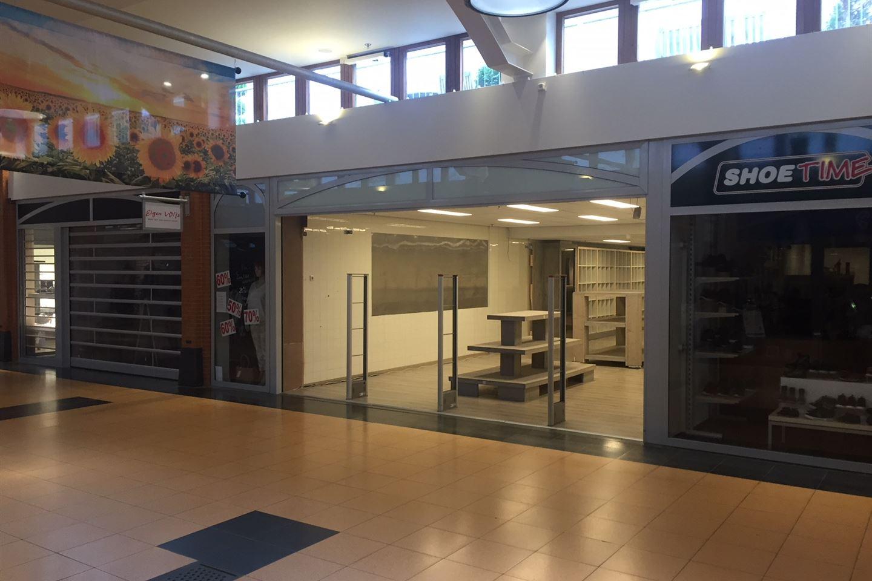 Bekijk foto 2 van Winkelcentrum 40
