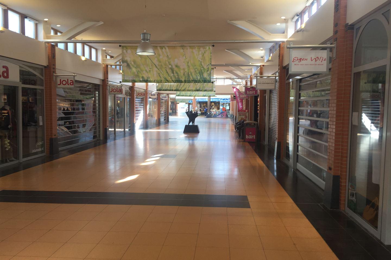 Bekijk foto 3 van Winkelcentrum 40