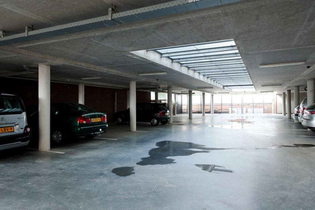 Bekijk foto 2 van Raadhuisstraat- Parkeerplaatsen