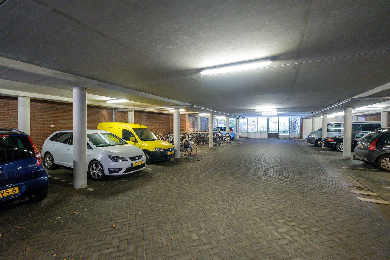 Bekijk foto 3 van Raadhuisstraat- Parkeerplaatsen