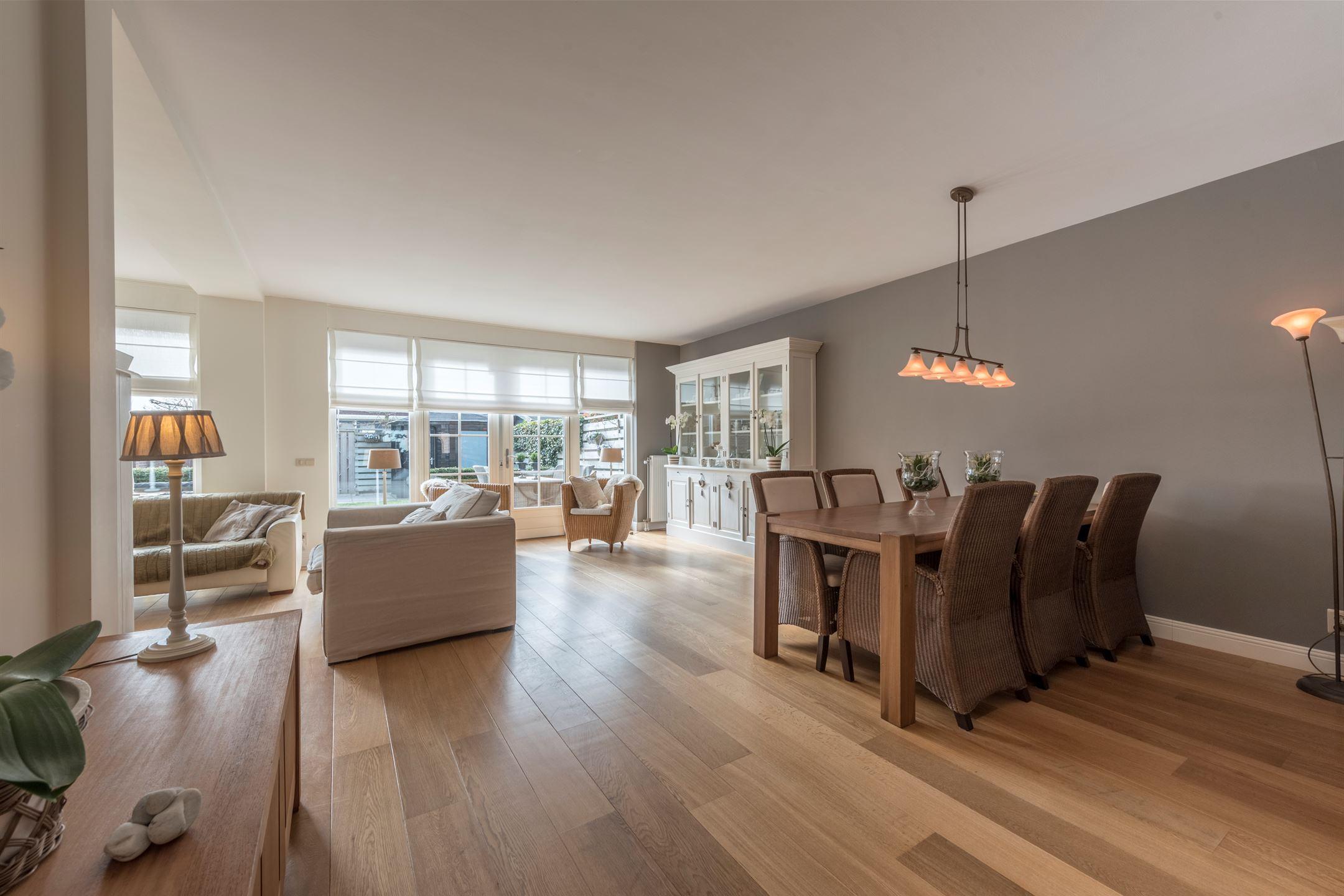Gele Keuken 6 : Moderne bruin witte keuken deze moderne keuken bewijst dat je